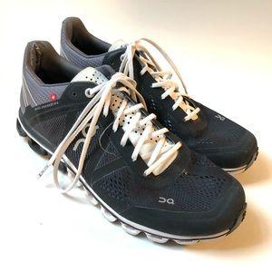 ON Cloudflow sneakers/ black gray white/ 8.5